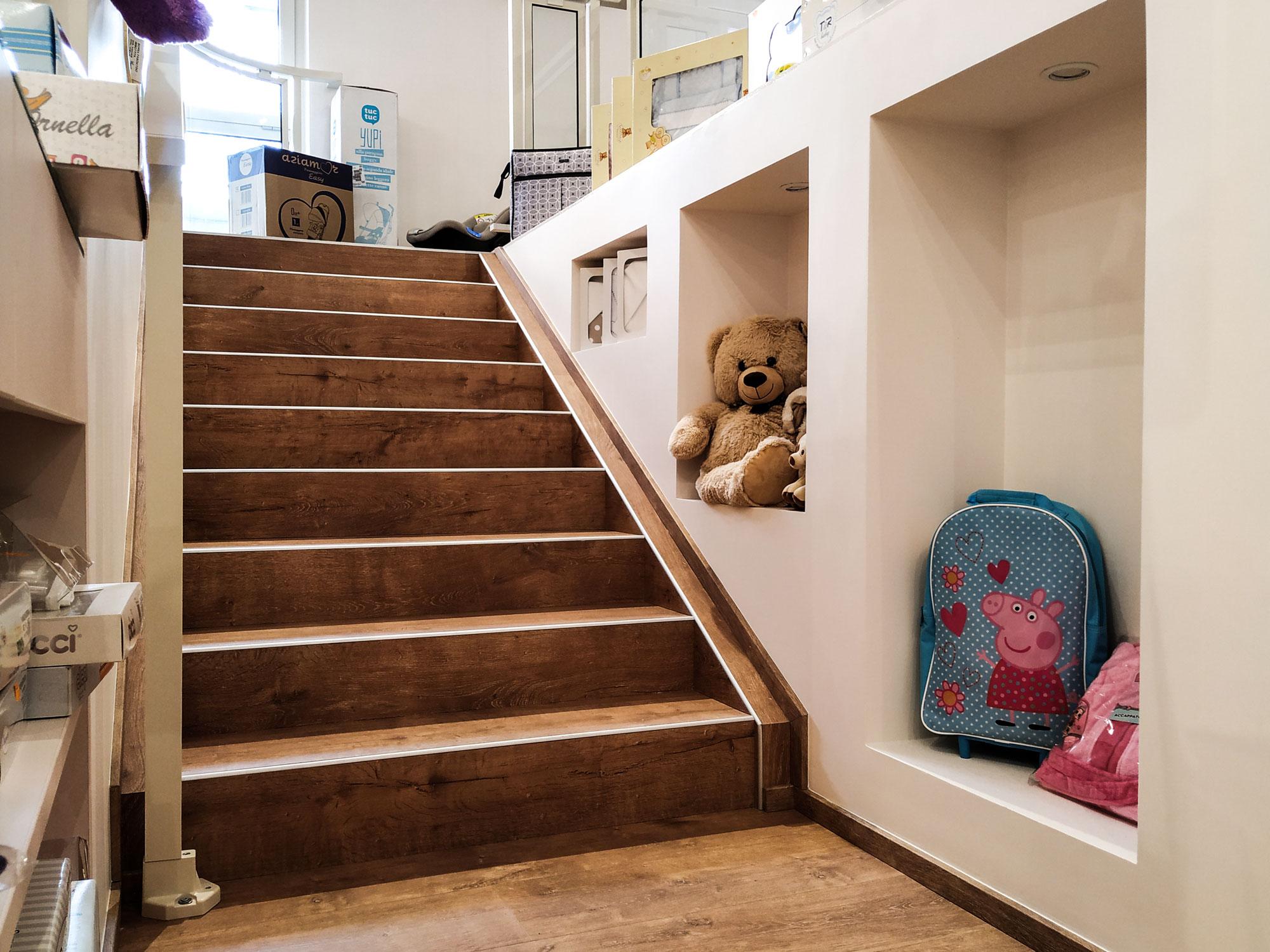 Babyshower-lavorazione-scalinata-con-incavi-in-cartongesso